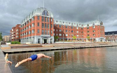 Amsterdammers zijn blij met 'urban beach' in Houthaven